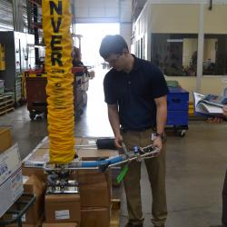 Vacuum Lift Tube lifting 50 lb cartons of fastners